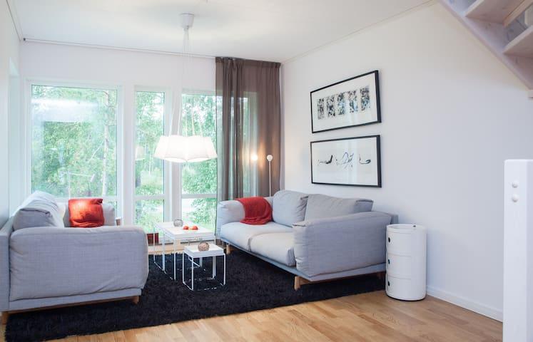 Modern villa & närhet till naturen - Huddinge - Casa