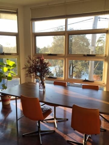 Sunny Apartmnt overlooking Coburg Lake - PT access - Coburg - Appartement