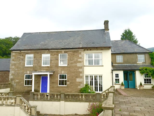Ensuite B&B with view of The Skirrid - Abergavenny