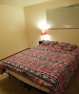 1 Bedroom 1 Bath Apt w/Balcony Great Location - Seattle