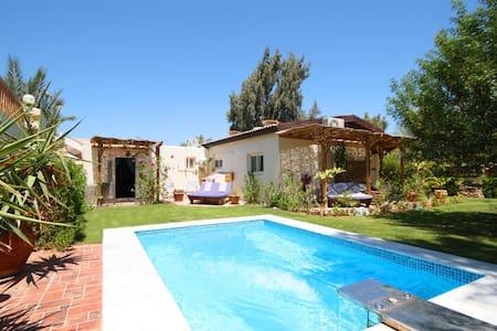 Seahorse Apt-Lagoon Villa with wifi & Jacuzzi pool - Qesm Saint Katrin - Apartamento