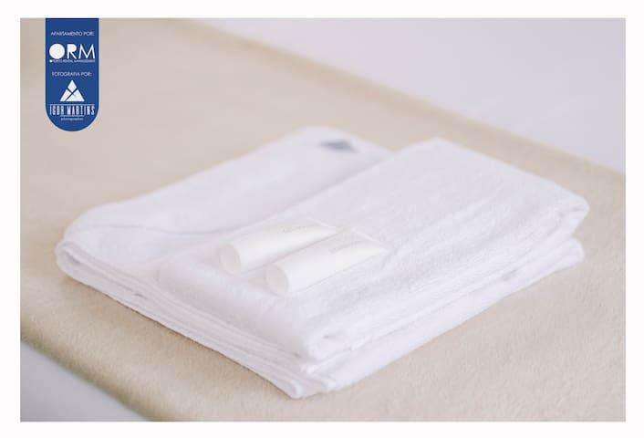 Set of towels + Shower Gel + Shampoo