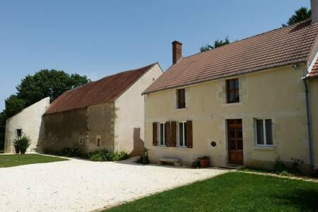 Gîte de charme - La Petite Montoise - Sainte-Colombe-des-Bois - Huis