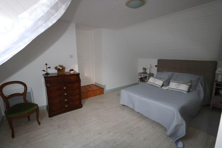 chambre 1 avec lit double 140