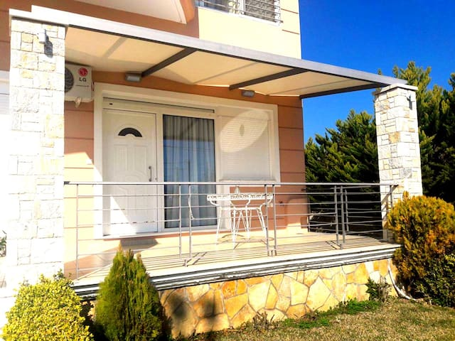 Beach House - Agios Panteleimon - House