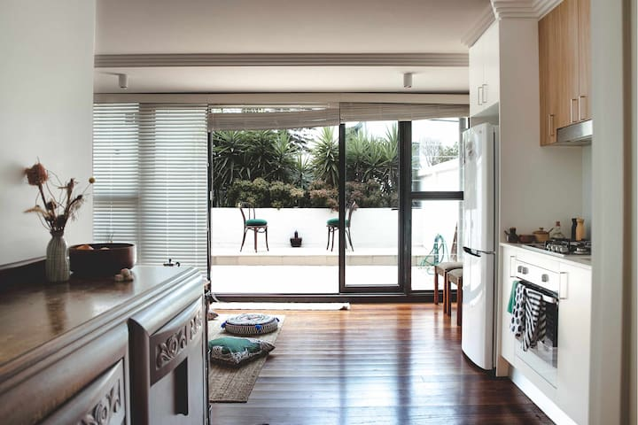 Designer's arty apartment in the heart of Newtown
