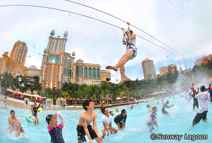 Holiday in Sunway Lagoon/Cozy/30Mbps WIFI/10-12pax