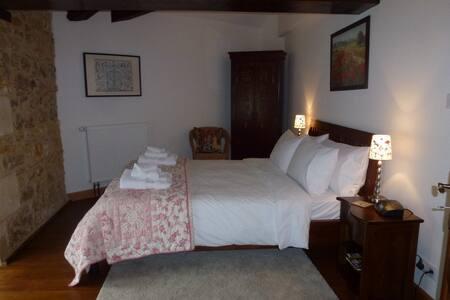 Moulin du Fontcourt Le Moineau (Sparrow) Chambre - Chasseneuil-sur-Bonnieure - Bed & Breakfast