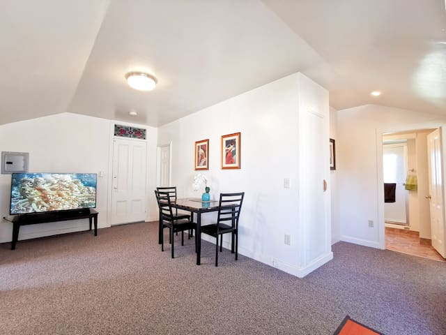 1524B - Comfortable Cozy Budget 2 BD Upper Unit