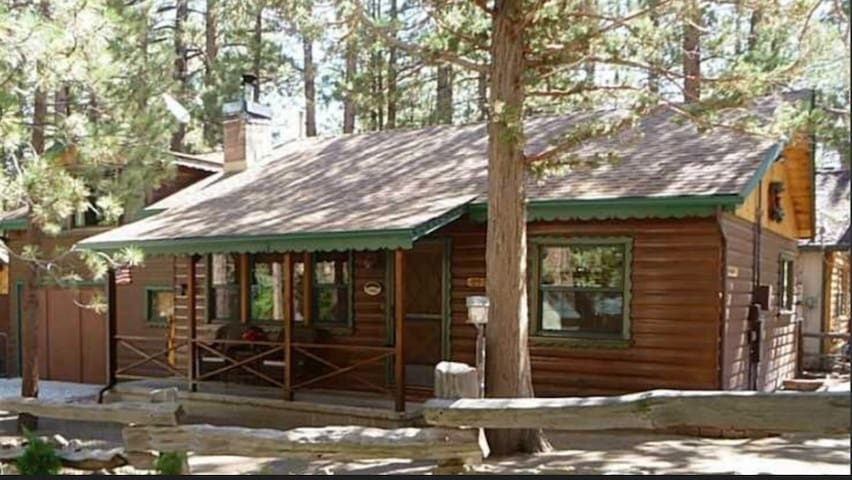Spacious Modern Cabin on Flat Ground - Big Bear - Cottage