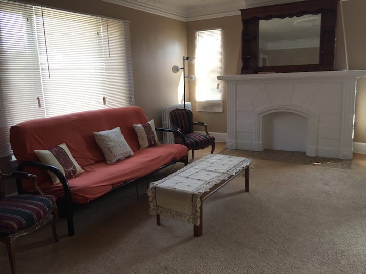 Simple & Clean Home, close to downtown & UDMercy