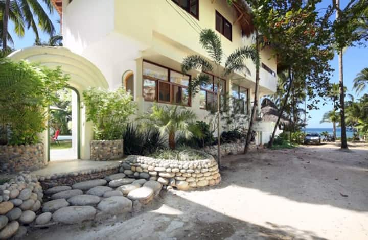 AMAZING 1 BR casita steps from beautiful beach.