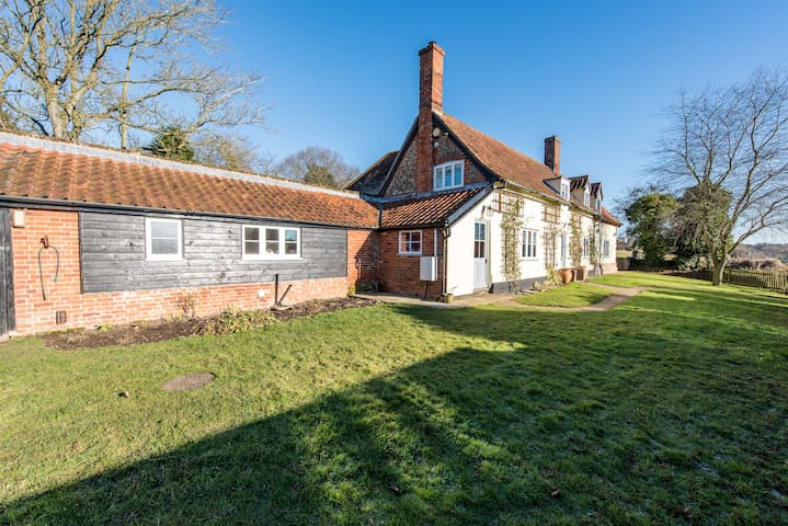 Vicarage Farm - An idyllic rural retreat - Coddenham - House