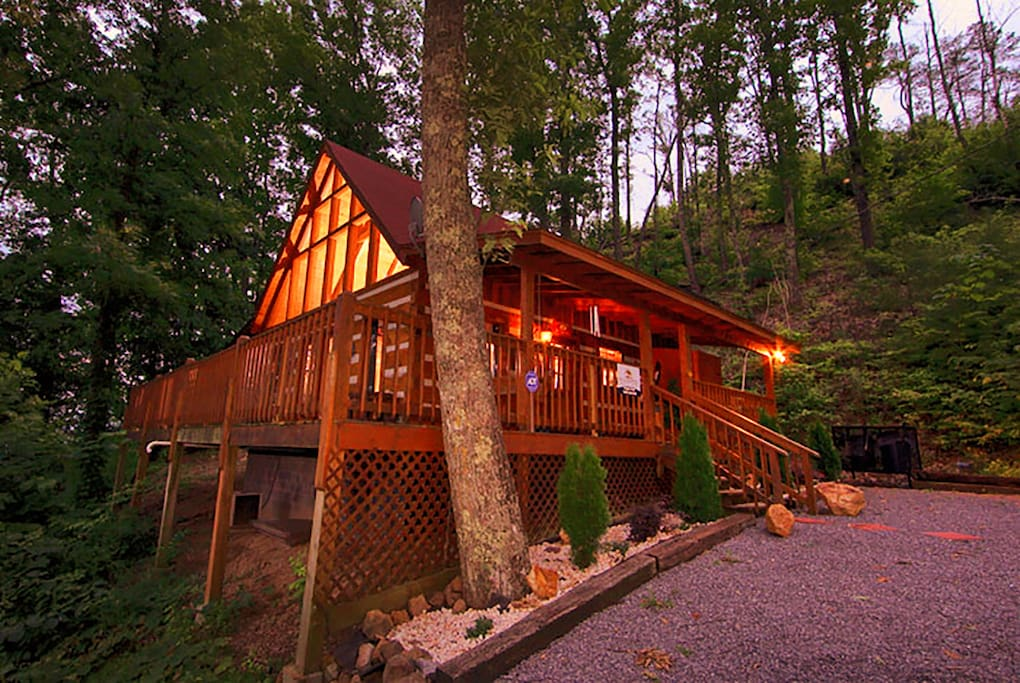 Romantic 100 mile mountain view cabins for rent in for Mountain view cabins pigeon forge tn