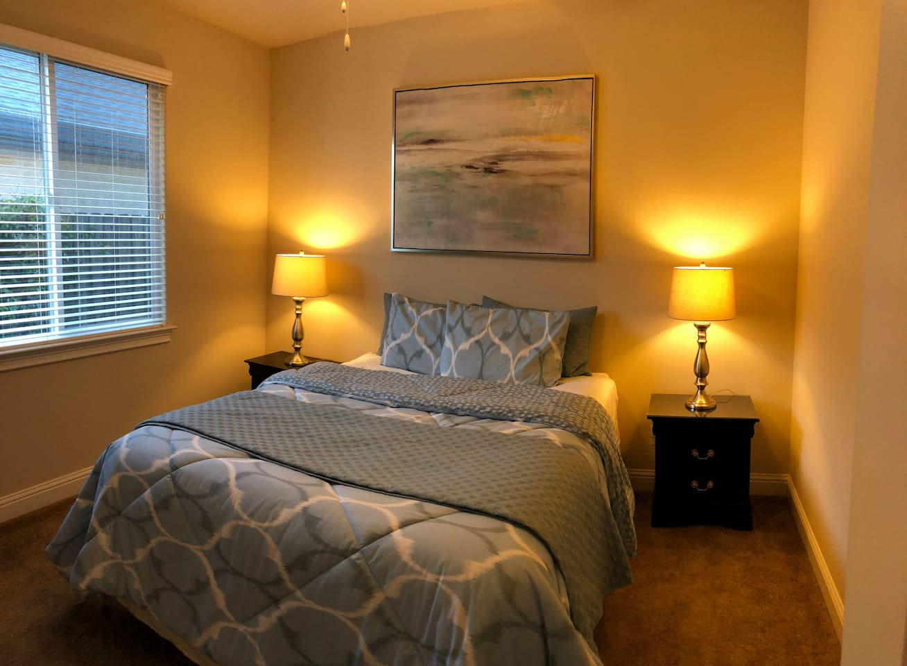 Quiet and secluded roomful 1 or 2 people with comfortable queen bed and quality linens.