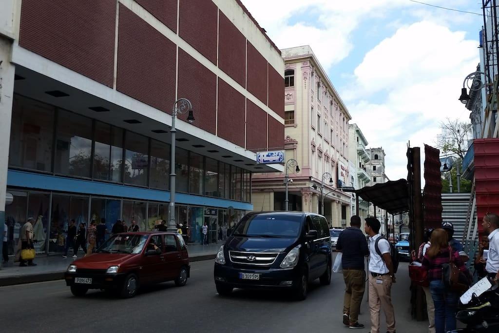 Frente de entrada en Calle Galiano