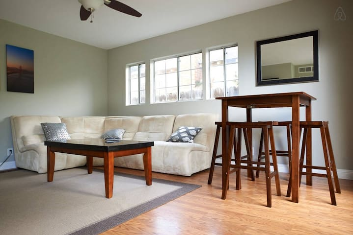 Cozy 2BD House, Minutes To Techs & Stanford Univ! - East Palo Alto - Maison