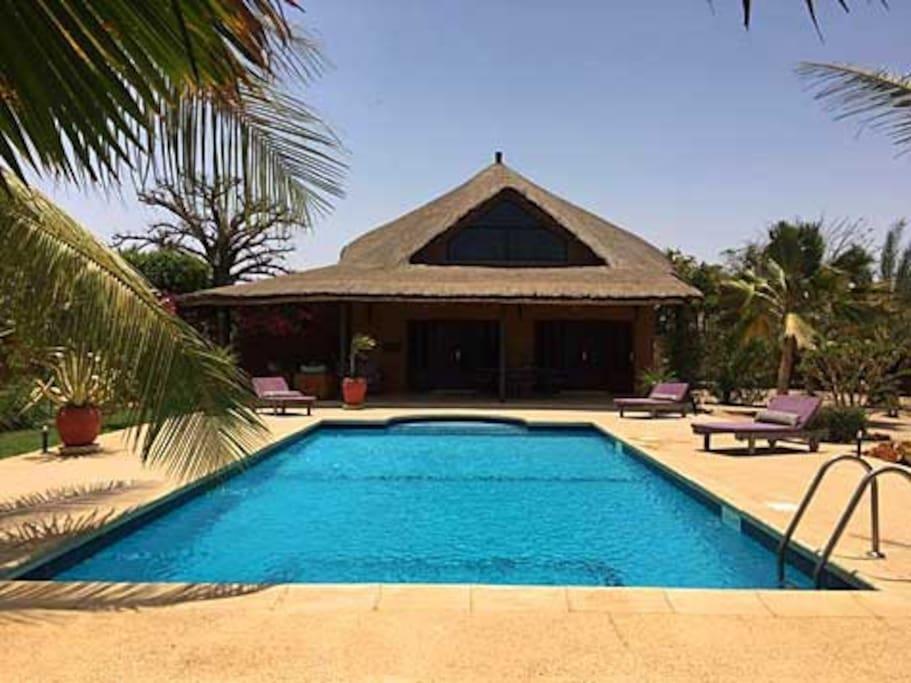 Villa avec piscine priv e en r sidence nianing for Residence vacances avec piscine privee