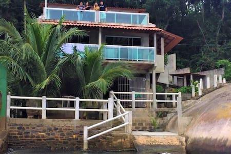Apto 02 na Ilha - Praia privativa ITACURUÇÁ - RJ
