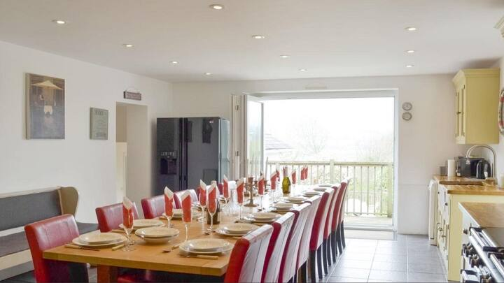 Superb base for a Large Group/Family Sleeps 15