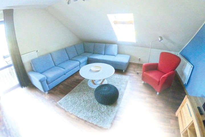 3 Raum Apartment mit Balkon