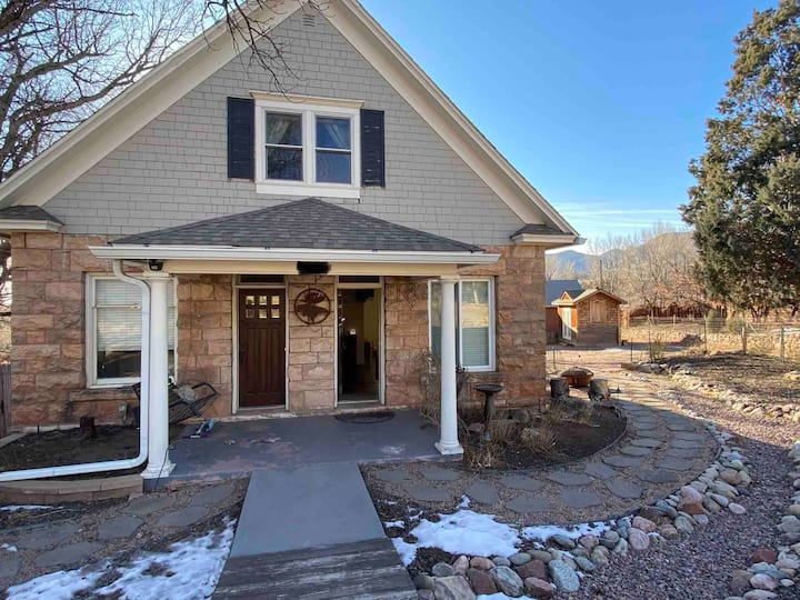 Beautiful 2BR 2Ba home close to Garden of the Gods
