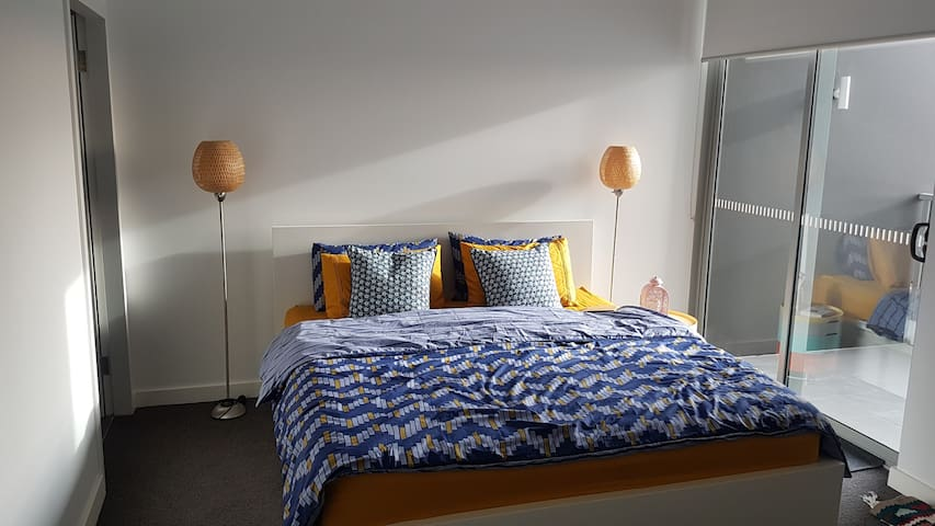 Modern, luxurious 2 bedroom 2 bathroom apartment