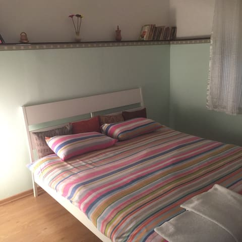 Cozy double bed room with breakfast - Názáret - Szoba reggelivel