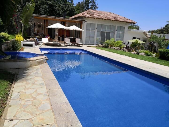 SuiteStnd, piscina, jacuzzi, temazcal, jardines