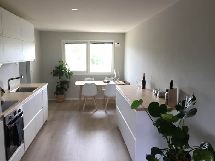 Modern apartment 2bedrooms, 6min to centre, Garage