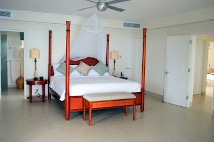 The Condominiums @ Palm Beach-The Jewel Suite