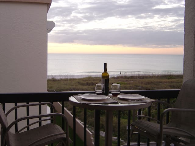 Pass a Grille Beach. Gulf front condo