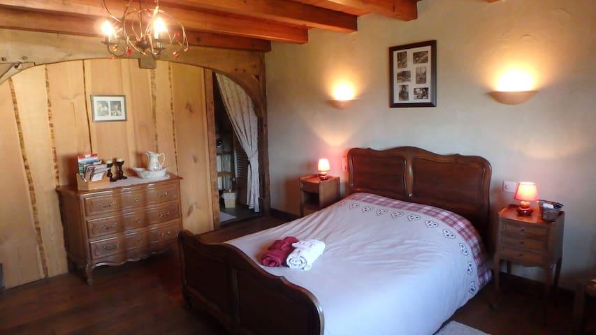Blanche-Roche, Chambre et table d'hôtes au calme
