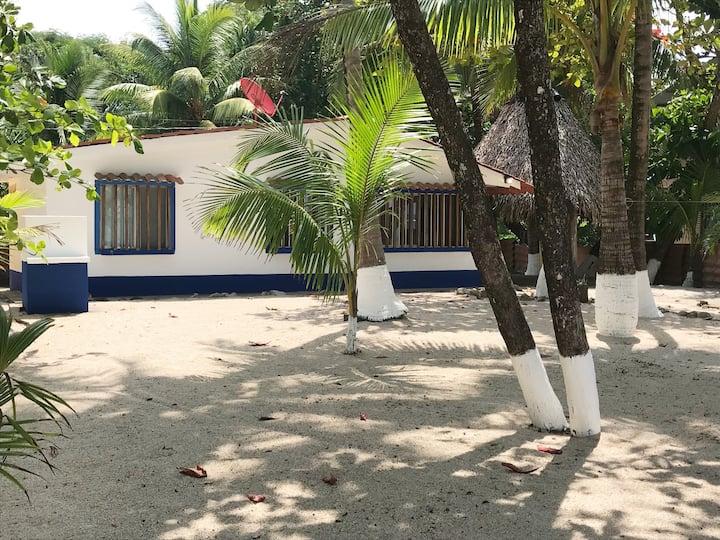 Bule - Bule  beach front house, Playa Sámara