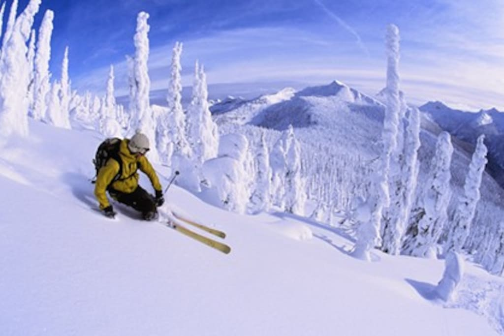 We are 15 minutes from Whitewater ski resort, some of the best skiiing in Canada!