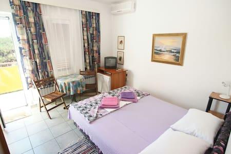 Double Bed Room in M.Losinj No1 - Mali Losinj - House