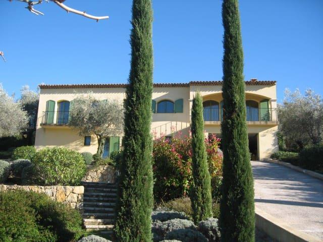 Entire ground floor w 2 huge rooms - Le Rouret - Casa