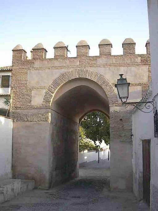 Casa del arco albayz n terraza y jard n houses for for Casa de granada terraza madrid