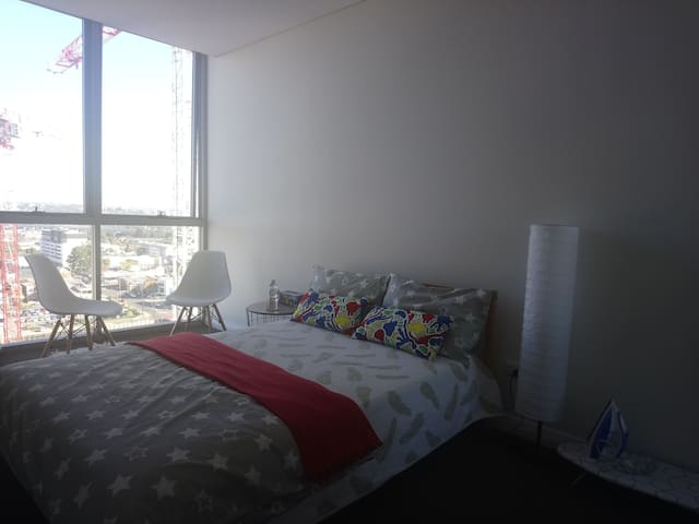 Awesome Room & Awesome+ Views, 3ppl, 3min station!