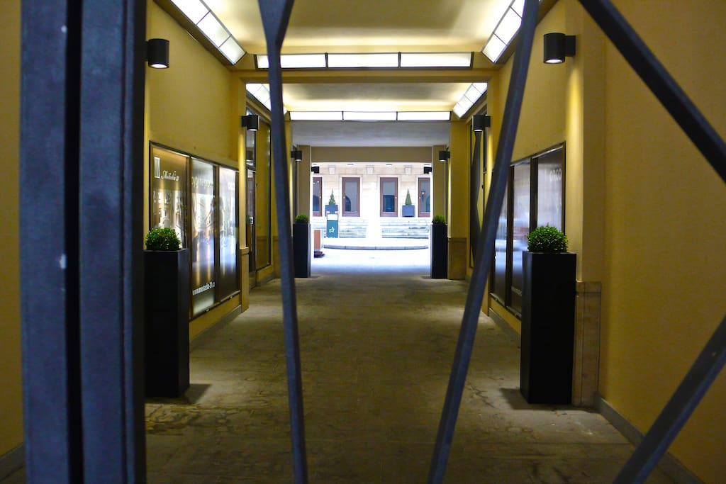 PASSAGE TO THE INNER COURTYARD.