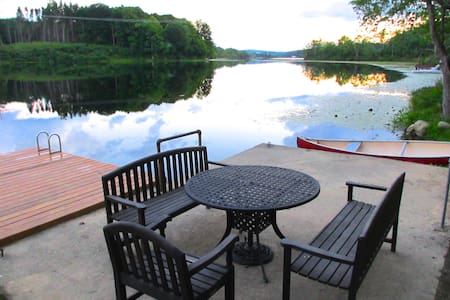 Lakefront Cabin on 10 private acres - Newton - Zomerhuis/Cottage