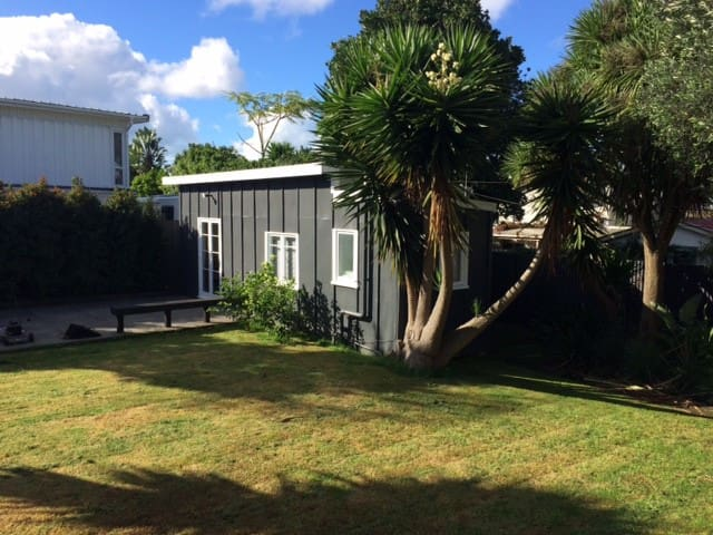 Sunny Outhouse in Central Auckland - Auckland - Gästesuite