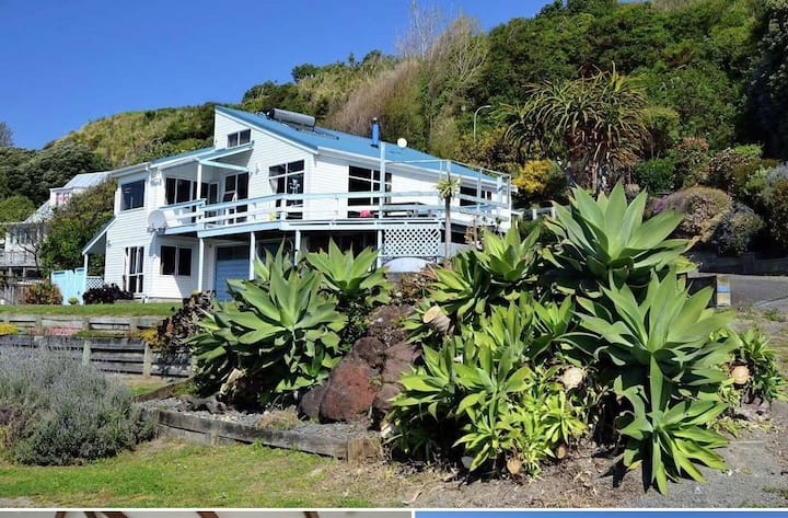 Magnificient seaside self contained apartment