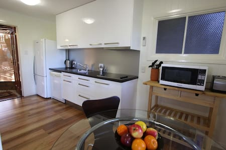 Quiet inner city Luxe Studio Aptmt - Red Hill - Apartament