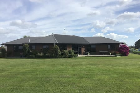 Quiet Country Retreat with Views Close to Feilding