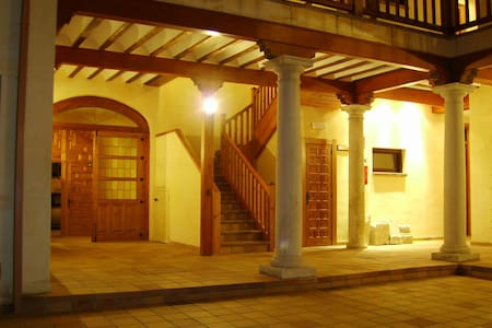 Buhardilla en el centro histórico - Alcalá de Henares - Appartement