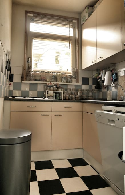 Fully equipped kitchen (dishwasher, microwave etc etc)