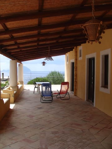 RELAXING HOLIDAY BY THE SEA, SALINA - Pollara - House