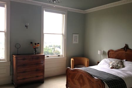 Beautiful room with view over Bath - Bath