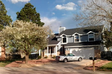 5 BR, Mountain view, Hot tub, Close to Attractions